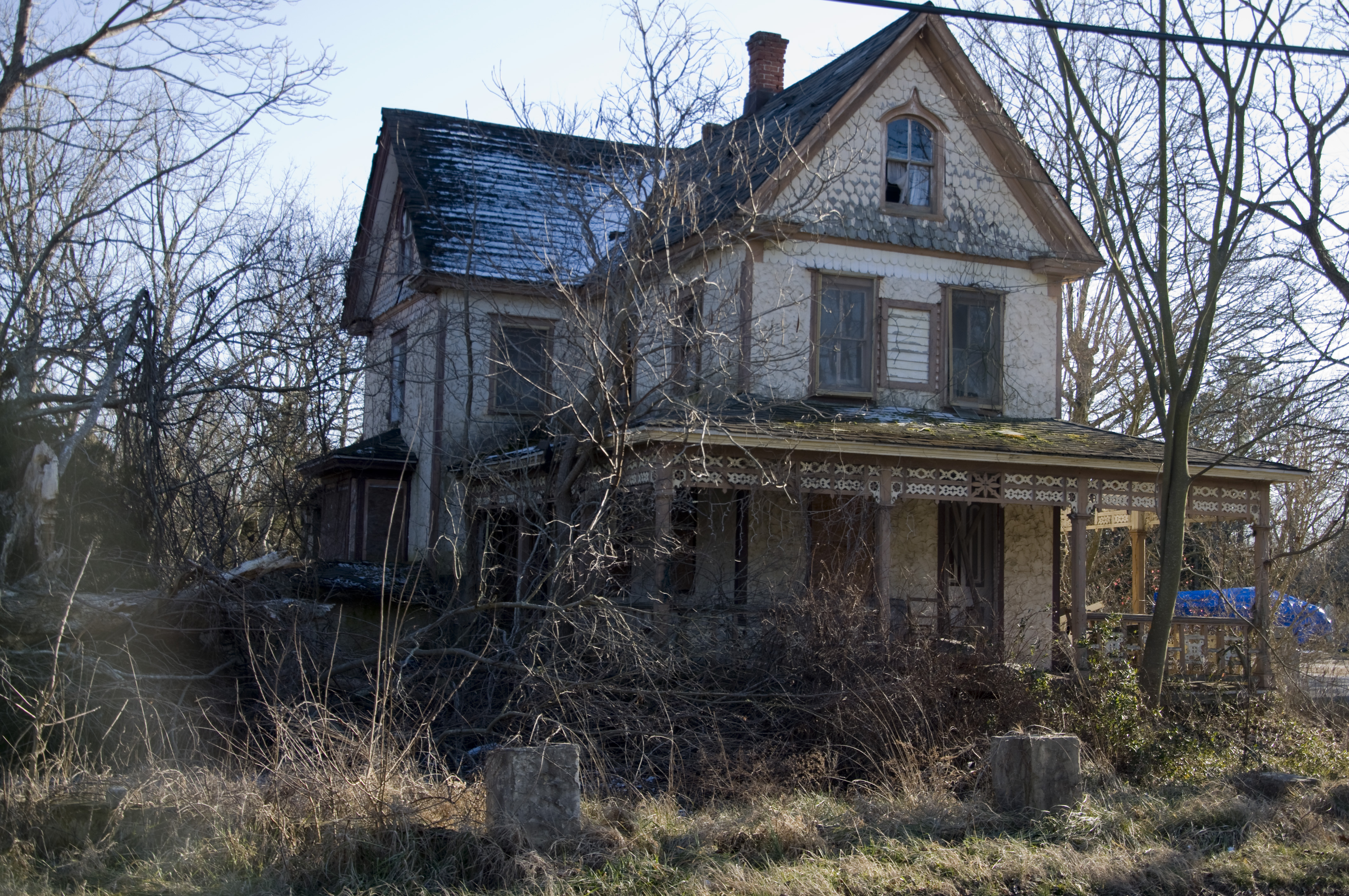 Haunted house haunted houses pinterest for Pinterest haunted house