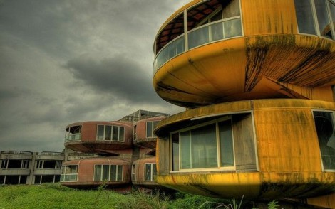 Futuristic-House-639x400