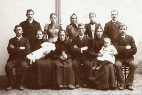 "Görig (Gerik) family overseas, approx 1896 Back row (left-to-right): Antonin Javorek Julie (Gerik) Javorkova unknown Gerik sister Karolina Gerik unknown Gerik brother Front row (left-to-right): Unknown Gerik brother with wife and child Anna (Jerabkova) Gerik Jan Gerik Marie (Filipova) Gerik holding Vincent Josef ""Jim"" Gerik Vincent Simon Gerik"