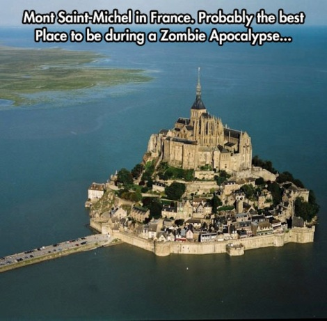 Incredible-Castle-In-The-Middle-Of-The-Ocean