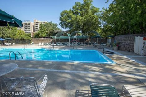 Outdoor Swimming Pool - Pool is open May through September and is meticulously maintained.