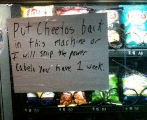 Funny_Pictures_holding-the-vending-machine-guy-hostage_16132