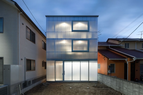 luminous-house-with-translucent-walls-and-minimalist-design-19