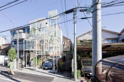 urban-glass-walled-house-with-platform-living-spaces-2-street-thumb-970xauto-40019